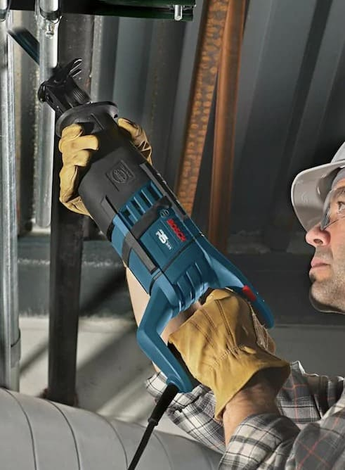 Technician with Bosch RS325